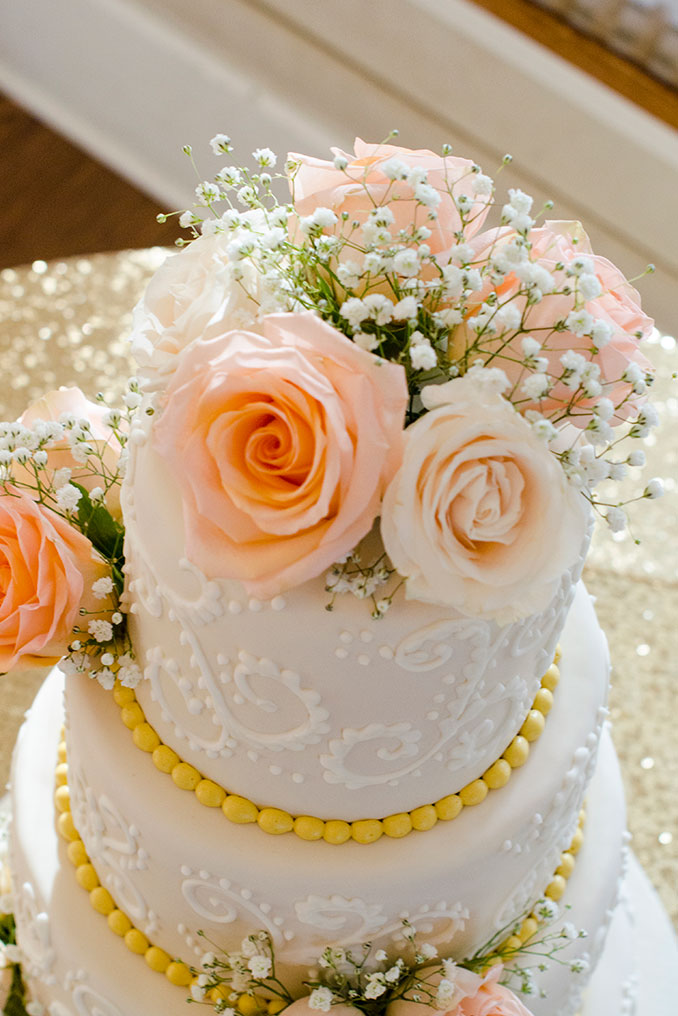 Wedding cake ideas with babies breath and roses.